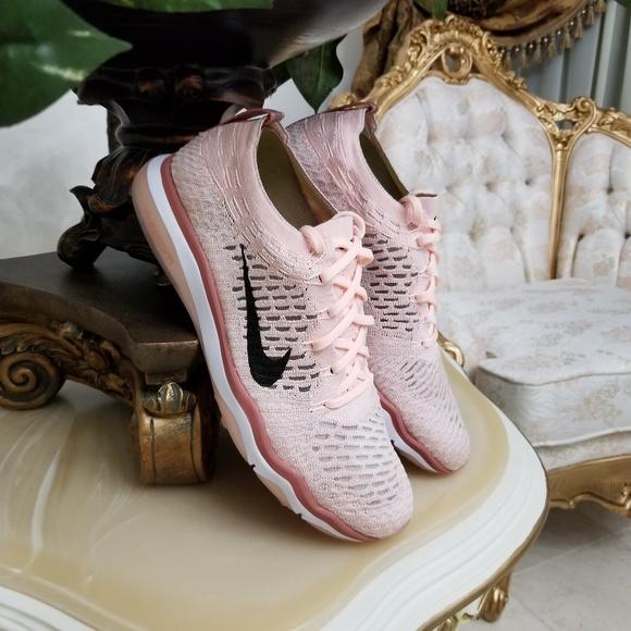 on sale 10187 17dec Womens Nike Air Zoom Fearless FK Bionic Shoes. M 5aa75938daa8f6ed79d408e1